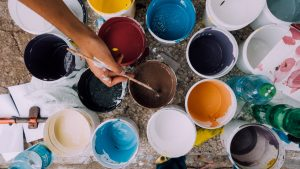 https://pixabay.com/photos/painter-paint-cans-brush-paintbrush-1246619/